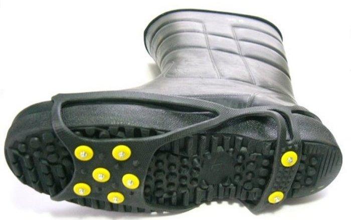 アイススパイクの使用例(長靴)