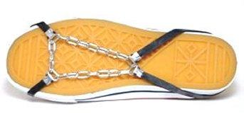 滑りやすい雪道を歩行するときに靴に 簡単に装着できる靴用チェーンです。 軽量コンパクトですので旅行や出張に も最適です。